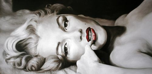 Marilyn Monroe red lipstick bed