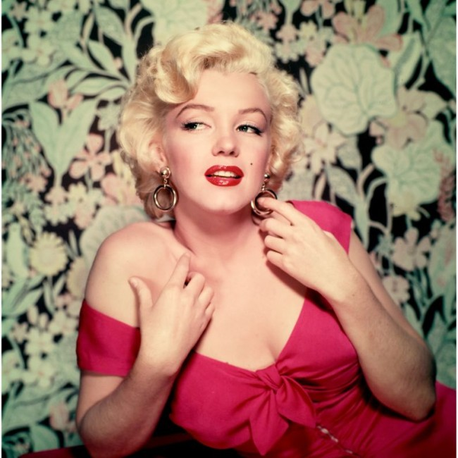 Marilyn red dress on Floral background
